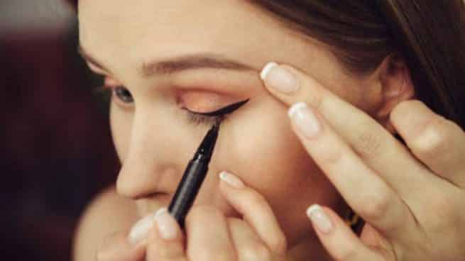 How To Apply Eyeliner Step By Step